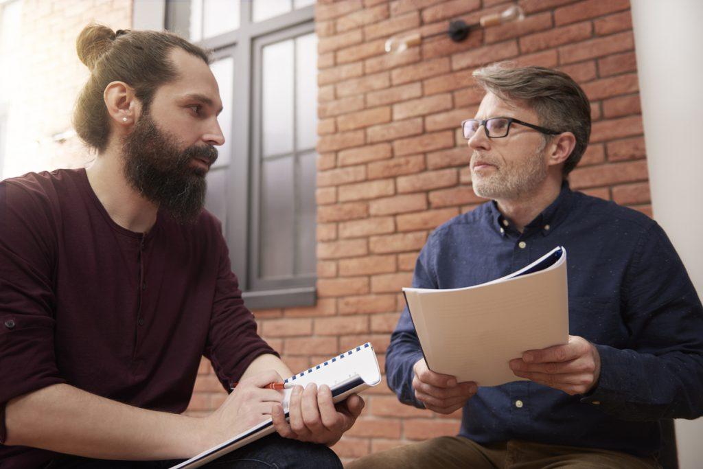 To menn snakker norsk