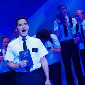 Mormoner ble sett på som en trussel i Norge og ble nektet godkjenning som kirkesamfunn så sent som i 1955. I dag gjør musikalen «Book of Mormon» stor suksess. Her Frank Kjosås fra forestillingen på Det norske teateret (foto: Fredrik Arff)