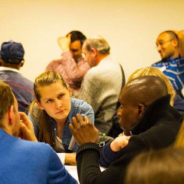 To personer i samtale på språkkafé. Foto: Frank Michalsen, Deichman