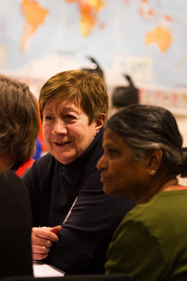 Damer i samtale. Foto: Frank Michalsen, Deichman